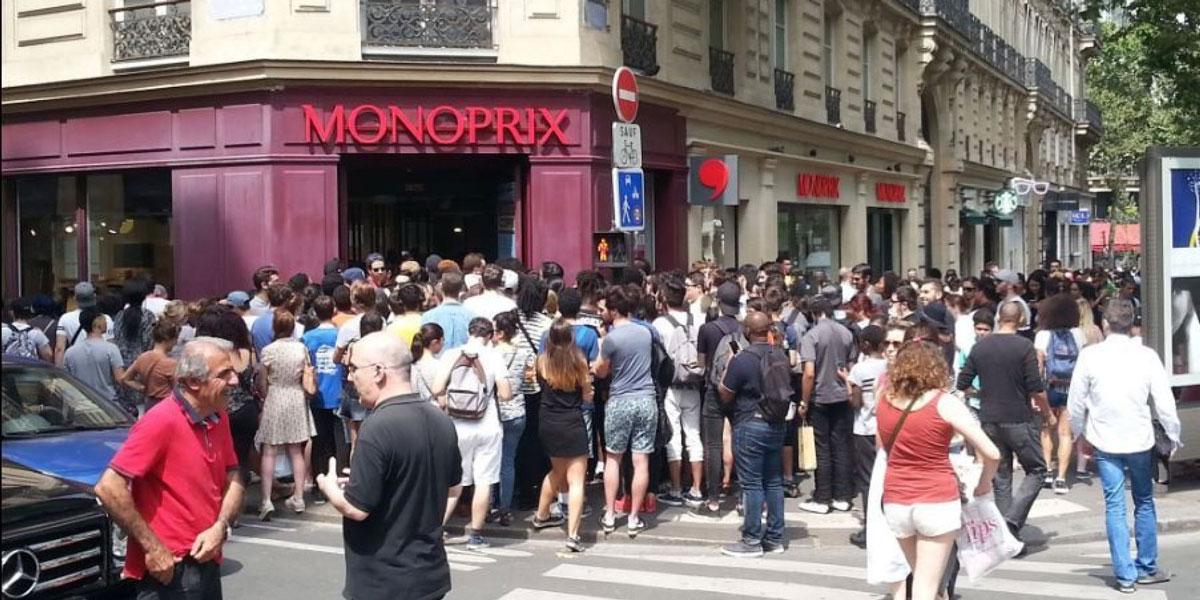 La foule devant le Monoprix de Saint Michel le jour de la remise des goodies Pokemon Go