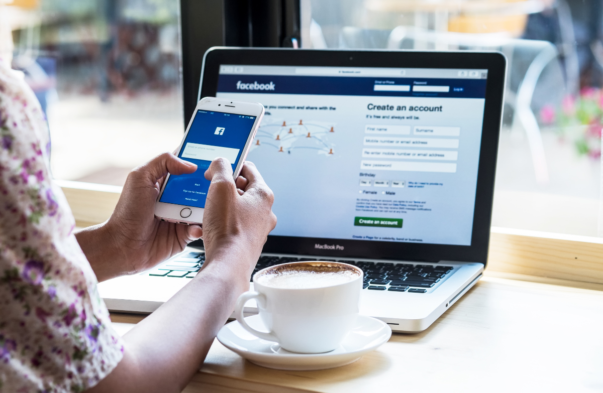 Facebook Immobilier Marketing Communication Reseaux Sociaux Ecrans